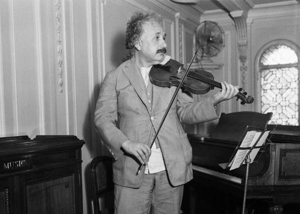 Albert Einstein work violinist.